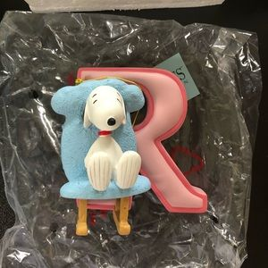 """Snoopy letter """"R"""" ornament figurine"""